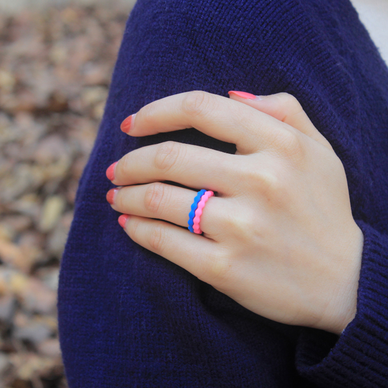 Wave Pattern Silicone Lady`s Wedding Ring